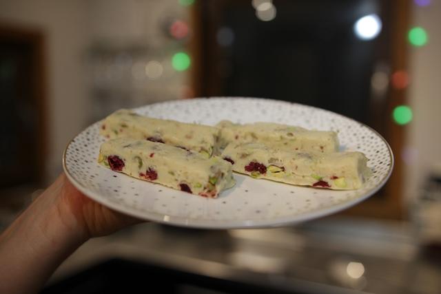Turrón de crema de orujo, pistachos y arándanos con Thermomix®