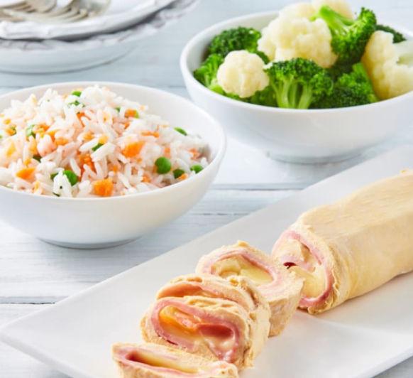 Menú completo: Arroz blanco y rollitos de pollo con verduras