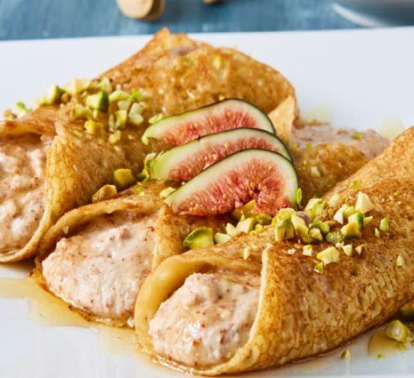 Crêpes sin gluten rellenos de crema de almendras, pistachos e higos
