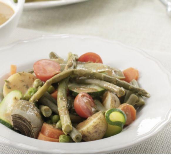 Ensalada de verduras al vapor con salsa tahini