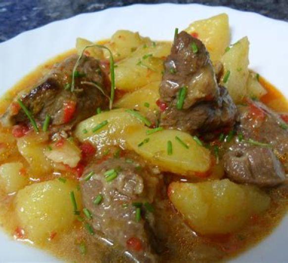 carne guisada con patatas al vapor